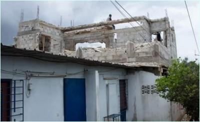 Côte d'Ivoire : Sans permis de modifier, une villa basse en cours de modification en bâtiment de type R+1 détruite  à Cocody par le ministère de la construction