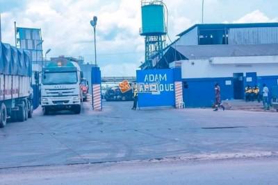 Côte d'Ivoire : Sikensi, manifestant bruyamment leur colère face à la pollution occas...