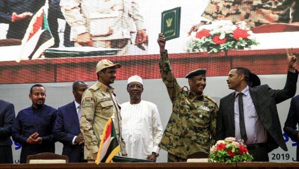Soudan:  Un accord historique signé à Khartoum pour le transfert du pouvoir aux civils