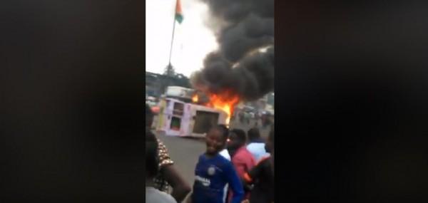 Côte d'Ivoire: A Adjamé un Gbaka incendié après avoir cogné un enfant de 12 ans