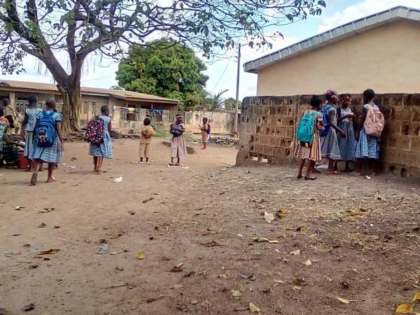 Côte d'Ivoire : Bouaké, sans autorisation voulant faire absorber des médicaments aux élèves, un pseudo médecin refoulé par un chef d'établissement
