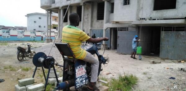 Côte d'Ivoire: À la découverte d'une mini-grue à l'ivoirienne