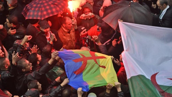 Algérie:  Des manifestations nocturnes contre la présidentielle à Alger, 20 arrestations