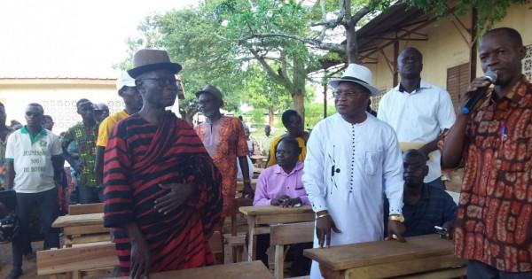 Côte d'Ivoire: Botro, parcourant des villages de sa localité, un Maire face à la dure réalité des écoliers