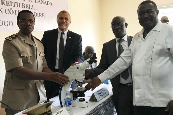 Côte d'Ivoire:  Une délégation de haut niveau visite le nouveau laboratoire de pathologie an...