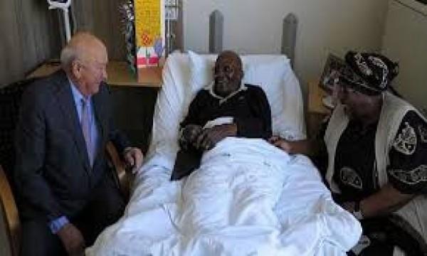 Afrique du Sud: Hospitalisé, Desmond Tutu pourra quitter l' hôpital la semaine prochaine