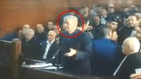 Algérie: Procès pour corruption, lourdes peines de prison contre d'anciens proches de Bouteflika