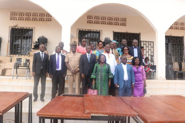 Côte d'Ivoire: Pascal Affi N'Guessan équipe tous les collèges du Moronou en mobilier de bure...