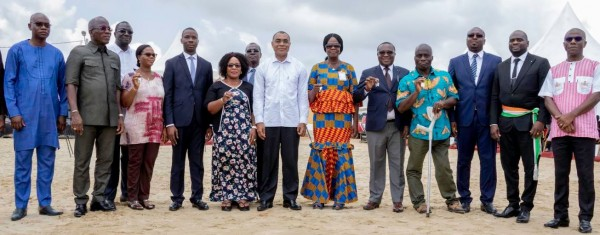 Côte d'Ivoire: A  Bingerville, des agents du Trésor Public  reçoivent les premières clés d'un projet immobilier de 1000 logements