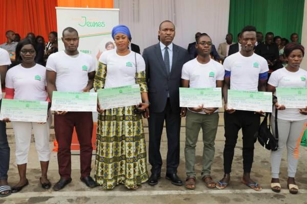 Côte d'Ivoire: Deuxième phase de l'opération Agir pour les jeunes, Abidjan, le Gouvernement distribue plus de 748,717 millions de FCFA à 1672 jeunes en moins d'une semaine