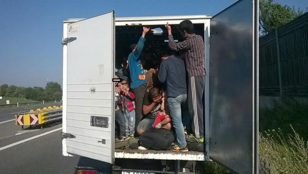 Erythrée: 23 migrants découverts en vie dans un camion frigorifique à 2°C en Belgique