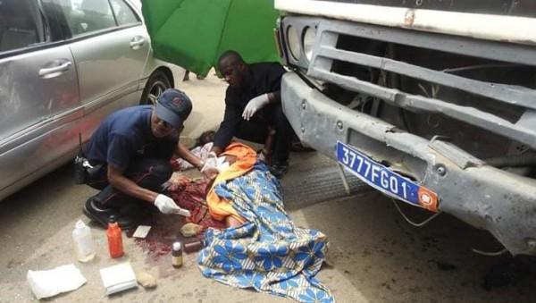 Côte d'Ivoire : Cocody, une riveraine percutée dans un état critique suite à une collision entre un gros camion et un véhicule particulier