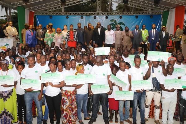 Côte d'Ivoire : San-Pédro, pour le financement de leurs projets, 783 jeunes reçoivent des chèques