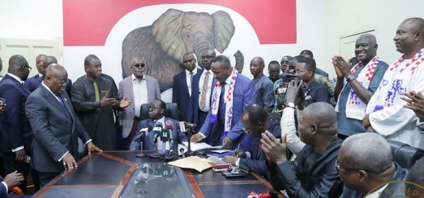 Ghana : Elections primaires NPP, Akufo-Addo dépose sa candidature et confirme son VP