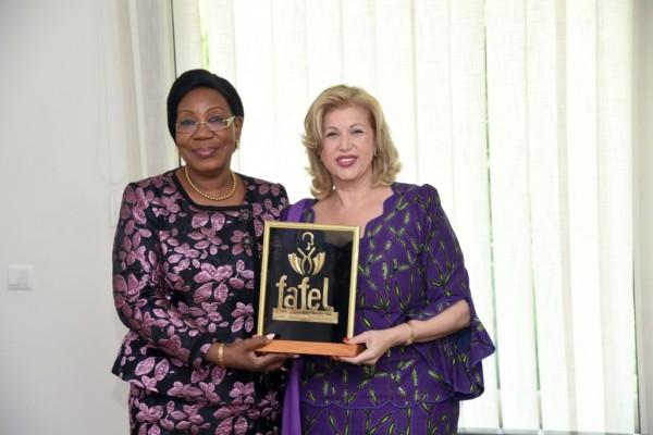 Côte d'Ivoire : Humanitaire, la Première Dame Dominique Ouattara reçoit un trophée d'exception