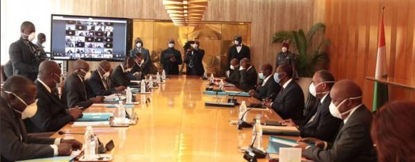 Côte d'Ivoire : Coronavirus, Ouattara rend hommage à Aka Aouélé, le Ministre « au four et au moulin » et aux acteurs impliqués
