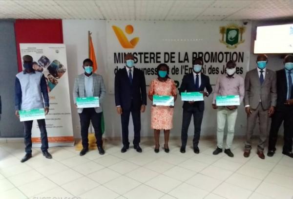 Côte d'Ivoire : Financement de projets de lutte contre le Coronavirus: 6 jeunes entrepreneurs reçoivent des chèques de plus de 42 millions FCFA