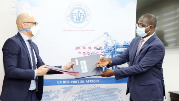 Côte d'Ivoire : Terminal roulier du port d'Abidjan,  signature du procès-verbal de l'entrée en vigueur de la concession