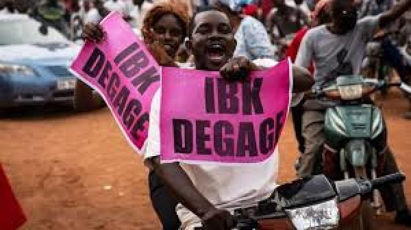Mali-CEDEAO: Goodluck Jonathan propose une rencontre avec IBK, le M5-RFP dit « niet »