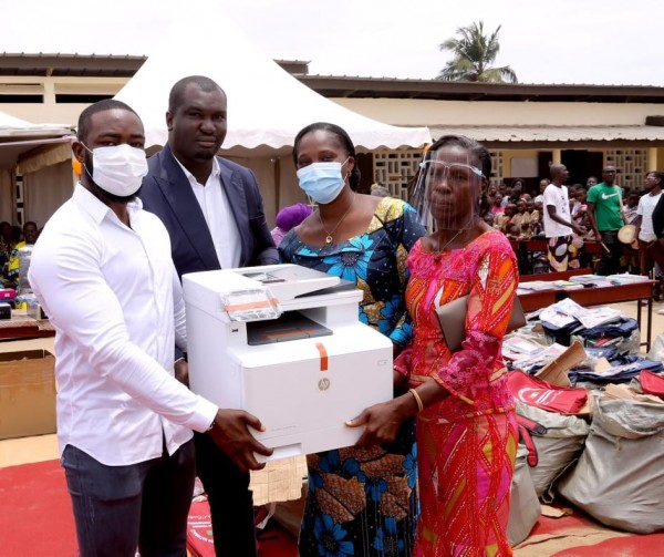 Côte d'Ivoire : Dangoté réhabilite et dote le Groupe scolaire Phare de Grand-Bassam de kits scolaires et salue les performances de Ouattara en matière d'éducation