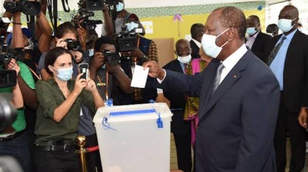Côte d'Ivoire : Ouattara heureux de la tenue du scrutin présidentiel annonce néanmoins des perturbations dans « une dizaine d'endroits isolés »
