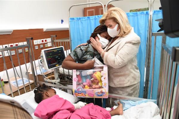 Santé infantile    Dominique Ouattara visite les enfants opérés gratuitement de la sténose caustique