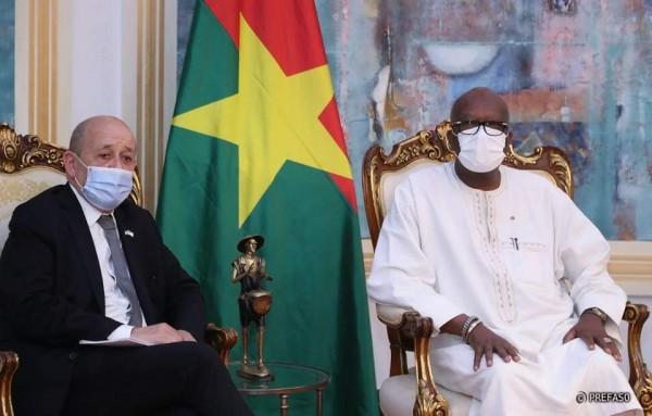 Burkina Faso : A Ouagadougou, Le Drian affirme que la France va continuer à agir contre le terrorisme