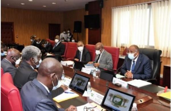 Côte d'Ivoire : Patrick Achi échange avec  les Ministres-Gouverneurs pour déterminer leurs conditions de travail dans la perspective de réussir leurs missions