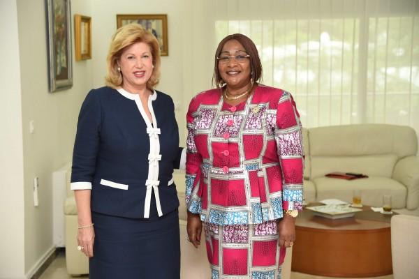La Première Dame Dominique Ouattara échange avec le Réseau des Femmes élues locales d'Afriqu...