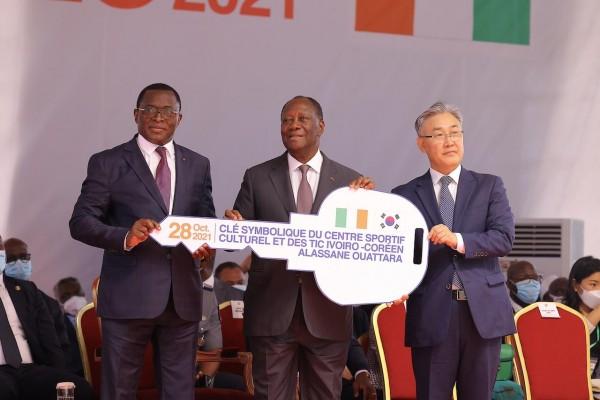 Le Chef de l'Etat a inauguré le Centre Sportif, Culturel et des TIC ivoiro- coréen Alassane...