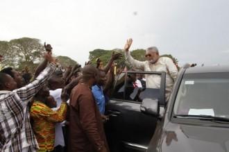 Ghana: Rawlings déballe la présidentielle 2004 fraudée et recharge Kufuor