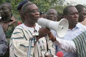 GHANA : Les anciens font tomber le ciel sur Atta Mills