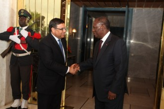 COTE D'IVOIRE : Alassane Ouattara reçoit l'ambassadeur de France et le médiateur de la république