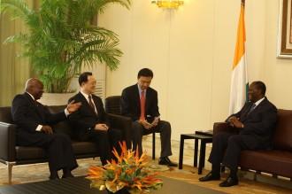 COTE D'IVOIRE: Alassane Ouattara reçoit Monseigneur Ambroise Madtha, l'ambassadeur d'Iran et des opérateurs de Singapour et Shangaî