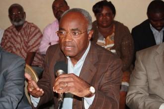 TRIBUNE GABON: Droit de réponse de Jean Eyeghe Ndong au  Directeur du centre d'études du PDG.