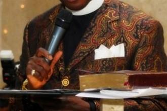 GHANA :  Un pasteur battu en plein service