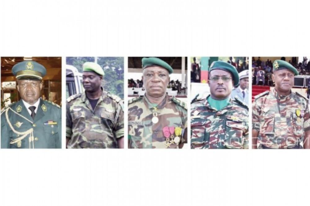 Cameroun : Promus par Biya, les cinq nouveaux généraux de l'armée reçoivent leurs épaulettes du PM