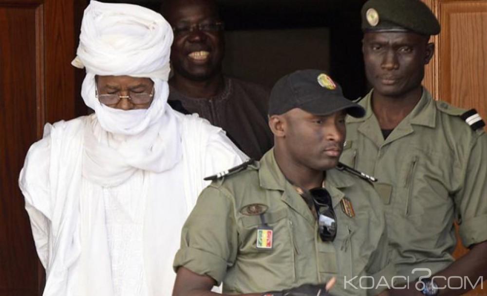 Tchad: Conduit de force au tribunal, Hissène Habré récuse les avocats commis d'office pour sa défense