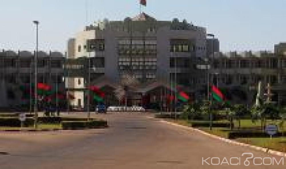 Burkina Faso: 14 candidats retenus pour la présidentielle, les ex ministres Bassolé et Ouédraogo exclus