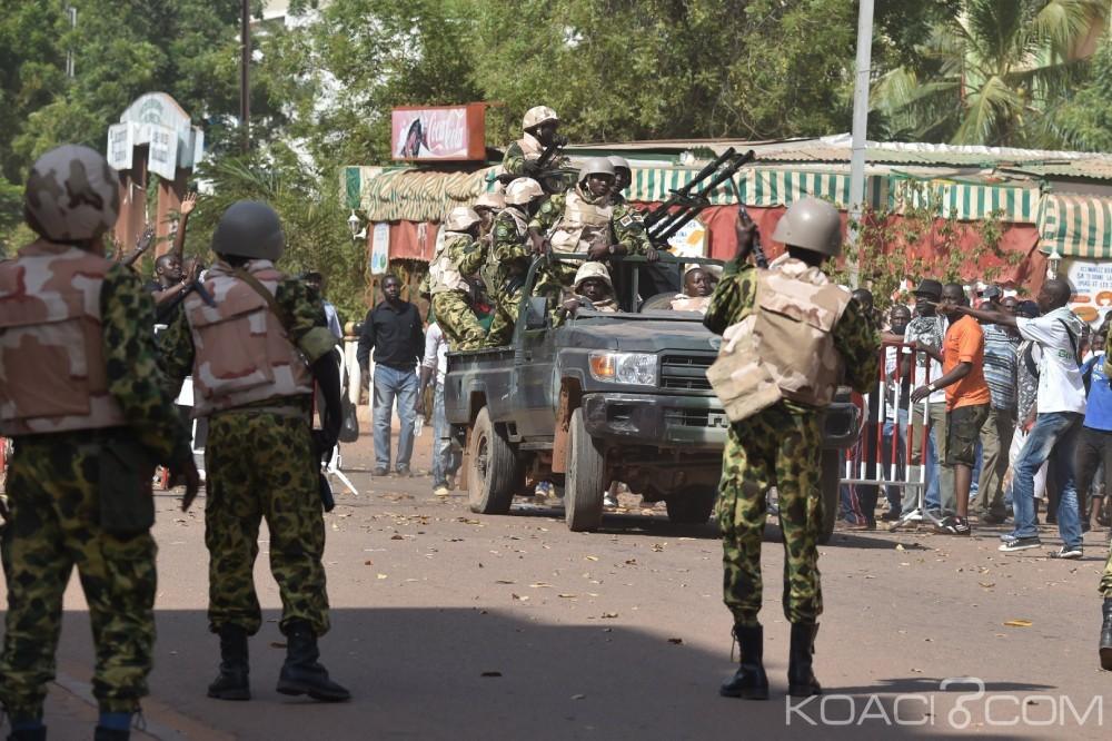 Burkina Faso : Le président Kafando et son premier ministre retenus par des soldats à la présidence