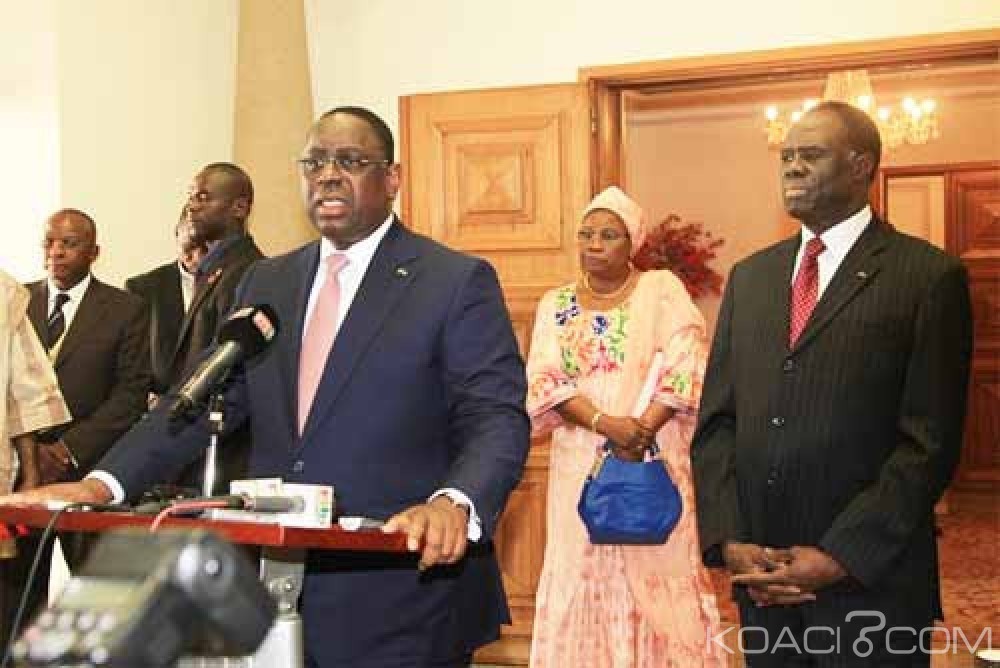 Burkina Faso: Macky Sall s'entretient avec Compaoré et arrive a Ouagadougou pour libérer Kafando et Zida