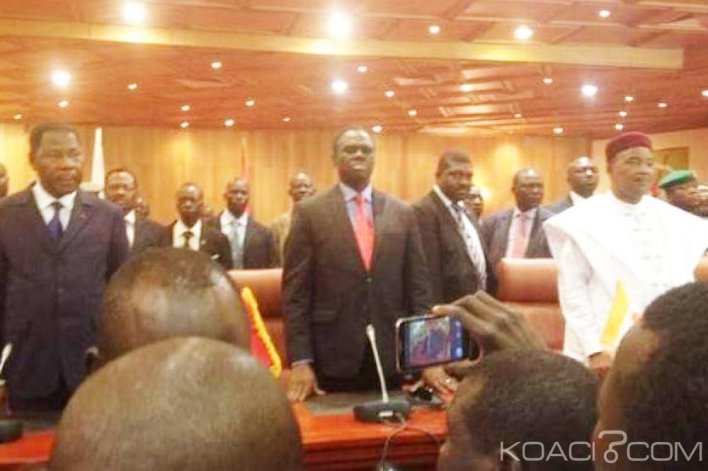 Burkina Faso: Kafando réinvesti à la tête du pays, Zida annonce un report de la présidentielle