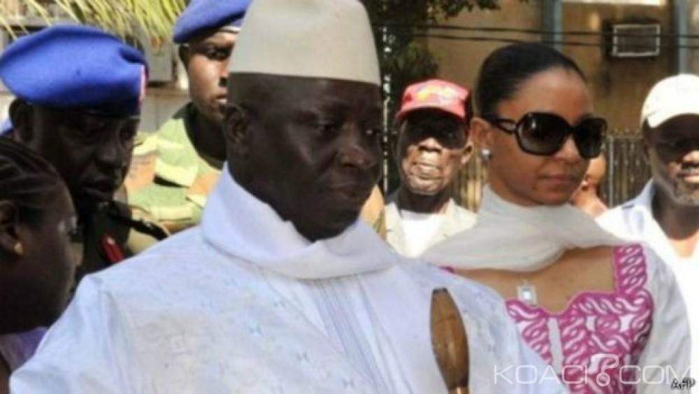 Gambie: Yahya Jammeh rend obligatoire le  voile pour les femmes fonctionnaires