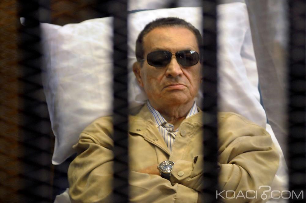 Egypte: Confirmation de la condamnation de l'ancien président Moubarak à 3 ans de prison