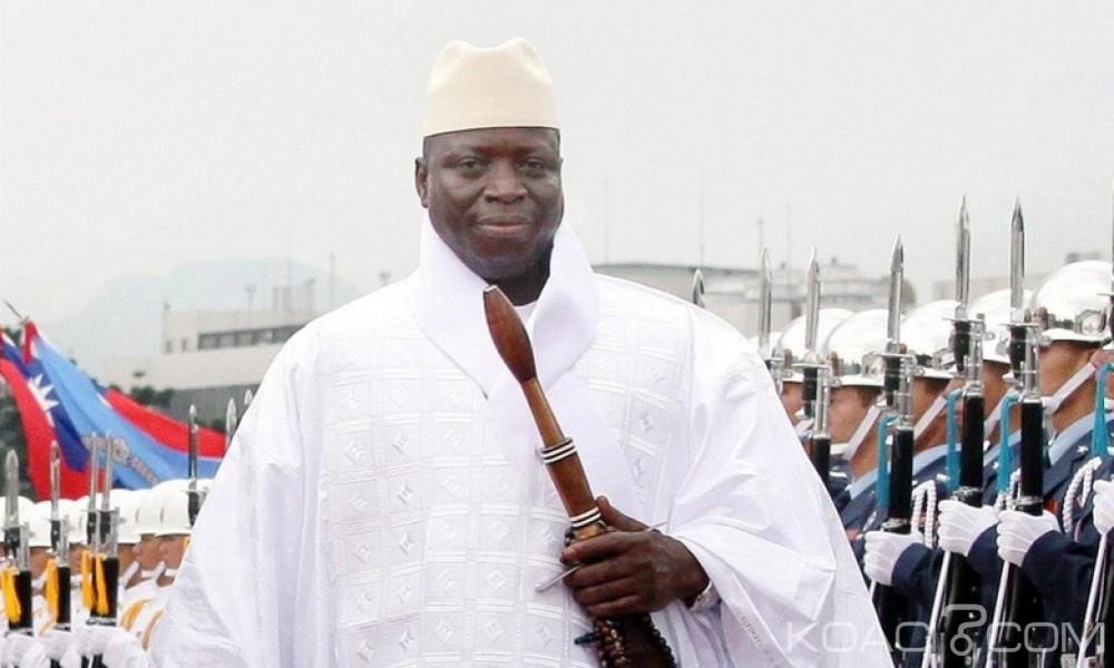 Gambie: Yahya Jammeh  lève le port obligatoire du voile