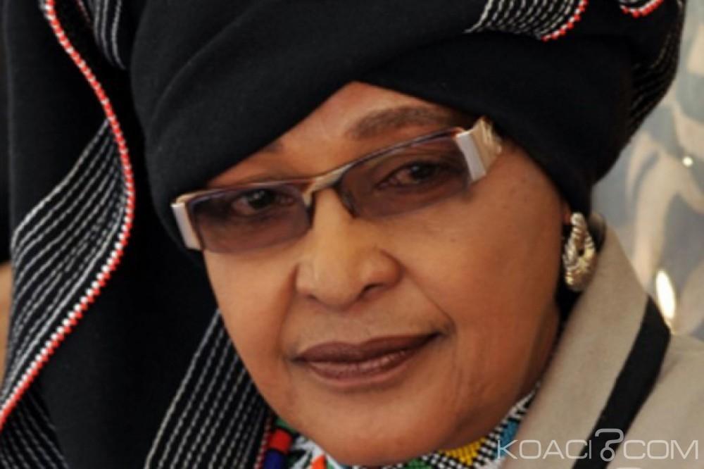 Afrique du Sud:  Winnie Mandela à nouveau opérée du dos
