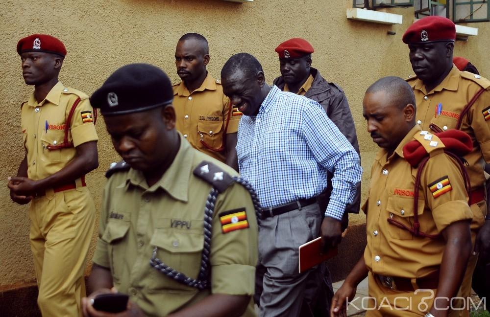 Ouganda: Kizza Besigye paie  plus de 17 millions de FCFA pour sa libération
