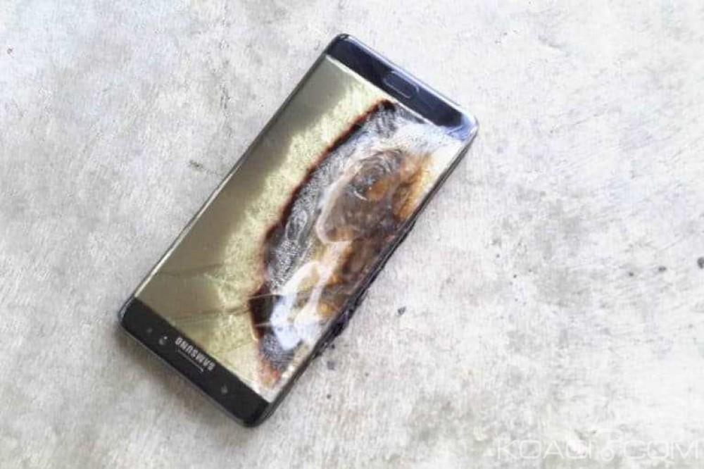 Monde: SAMSUNG met à l'arrêt la production de son Galaxy Note 7 principal concurrent de l'Iphone 7 et annonce la mort du gadget