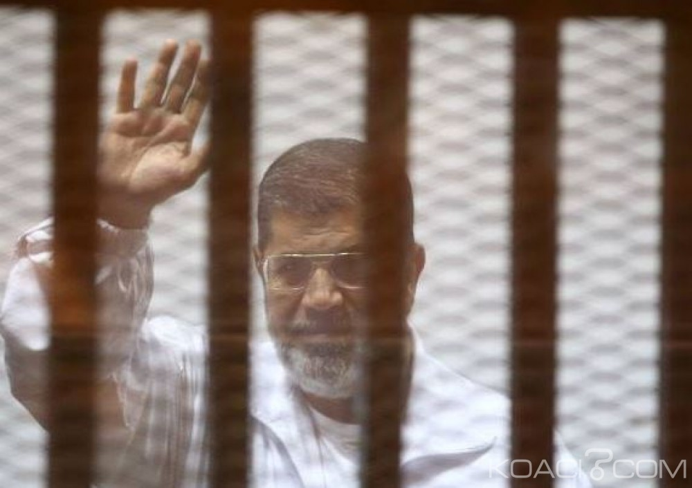 Egypte: La justice épargne la prison à perpétuité à Mohamed Morsi