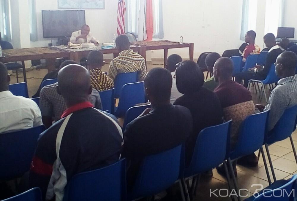Côte d'Ivoire:  Université Alassane Ouattara, pour réussir leurs soutenances, les étudiants organisent des ateliers de lecture des masters